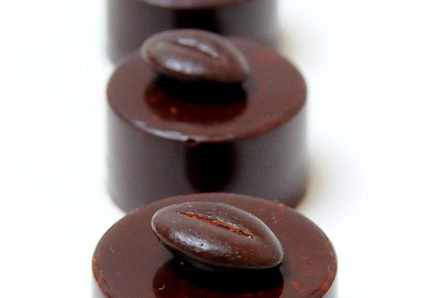 Recette de bonbon au chocolat noir ganache Café Cardamome