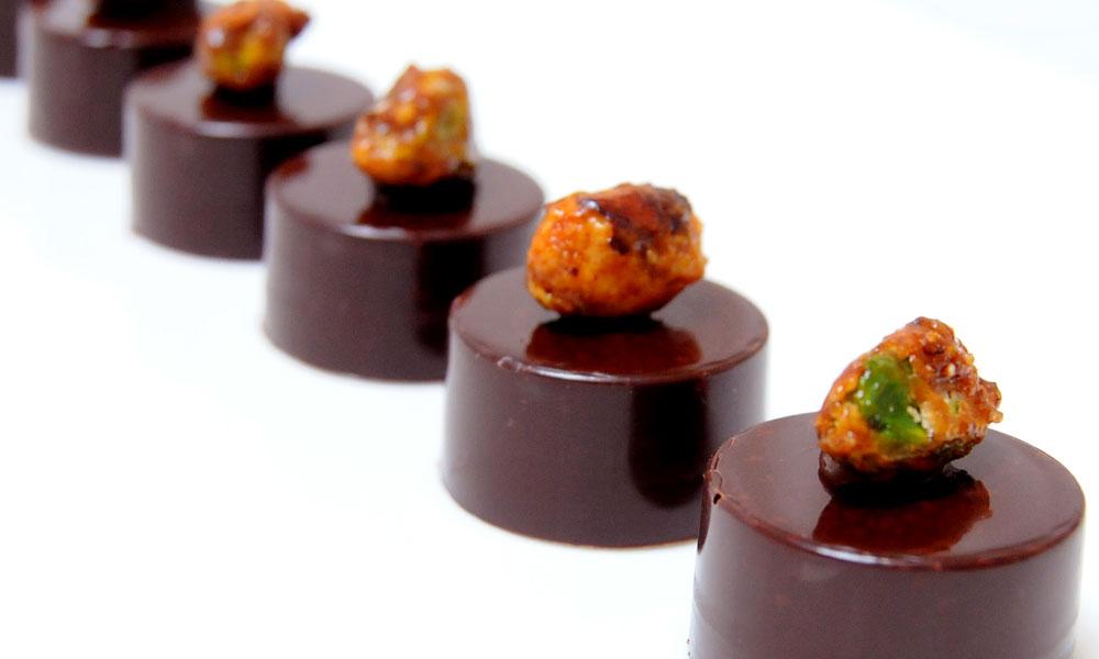 bonbon-chocolat-noir-pistache-1
