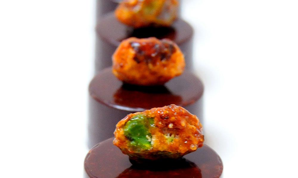 bonbon-chocolat-noir-pistache-2